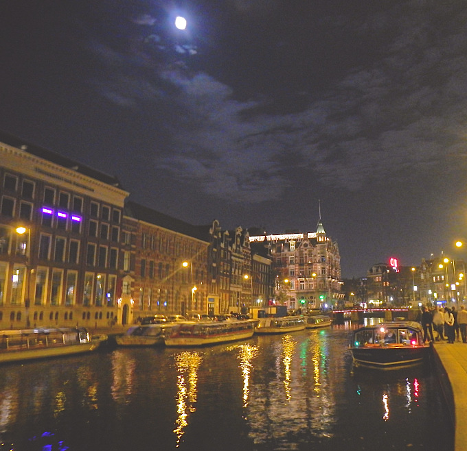 amsterdam-canals-night